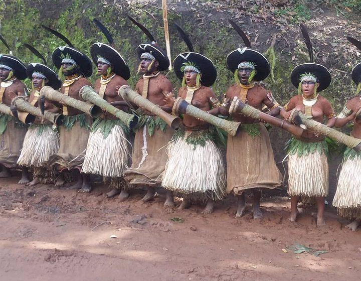 enga show dancers in papua New Guinea